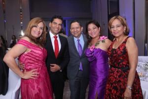 Ismael Cala y un grupo de participantes